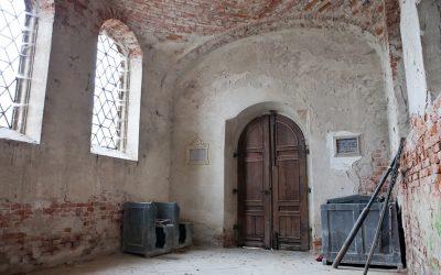 Kaplica przedpogrzebowa na starym cmentarzu w Lipinkach