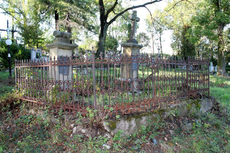 Stary cmentarz w Lipinkach czeka na wiosenne porządki