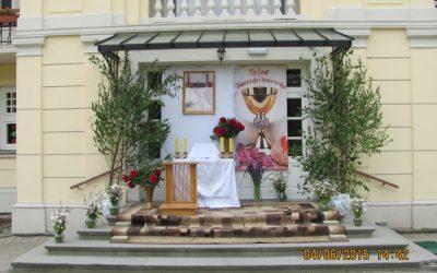 """Towarzystwo """"Jastrzębiec"""" przygotowało ołtarz na Boże Ciało w Lipinkach"""