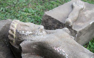 TPZL zabezpieczyło odkopany w Lipinkach XIX-wieczny krzyż